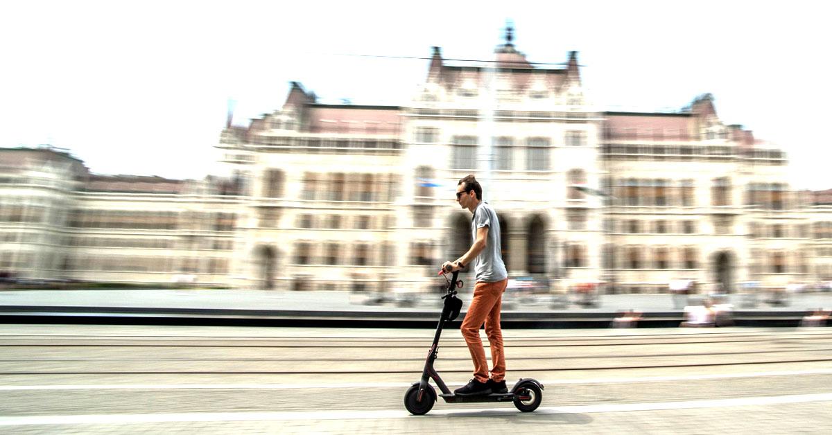 Tegyünk rendet: mi a különbség a roller, kerékpár és a villanyrobogó között?