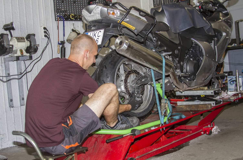 Állásajánlat: munkafelvevőt, autó- és motorszerelőt keresünk!