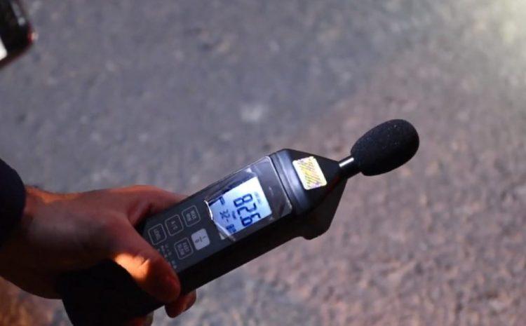 Így ellenőrizzük a motorok dB-szintjét: rendőrök mesélnek a hangnyomásmérésről